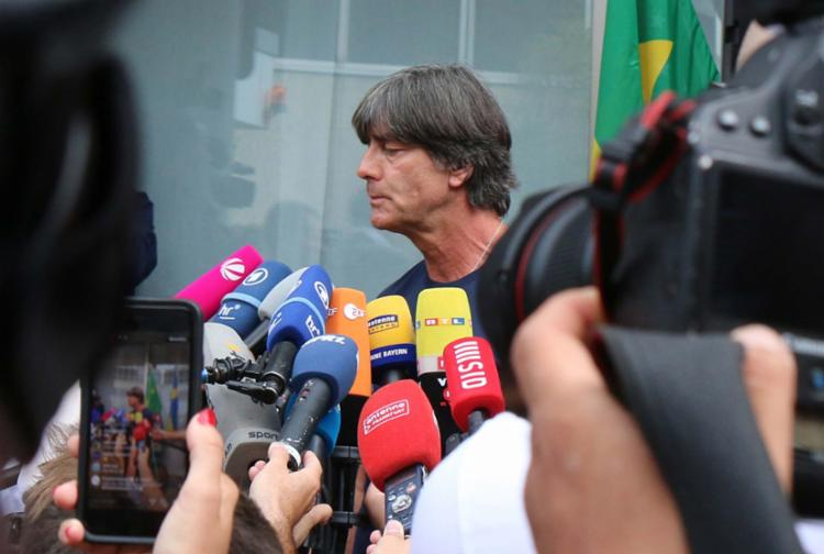 Técnico Joachim Löw continua no comando da seleção nacional - Foto: AFP