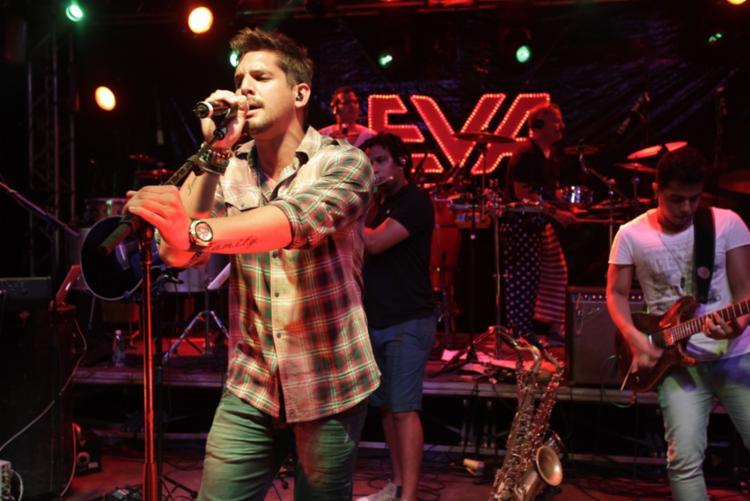 Banda Eva se apresenta no palco do Farol da Barra após o jogo do Brasil - Foto: Divulgação