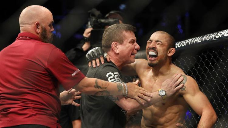 O brasileiro nocauteou Stephens no primeiro round e chorou por voltar a vencer no UFC - Foto: Reprodução l YouTube