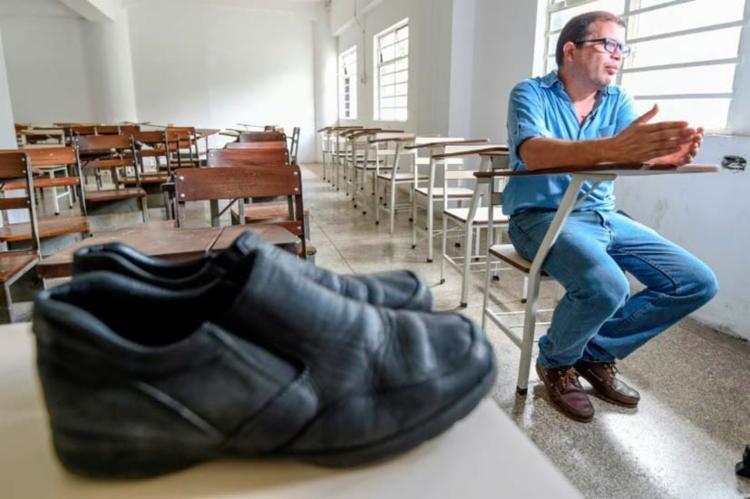 Professor reclama de conserto de sapato custar quatro vezes o valor do seu salário - Foto: Reprodução | Twitter