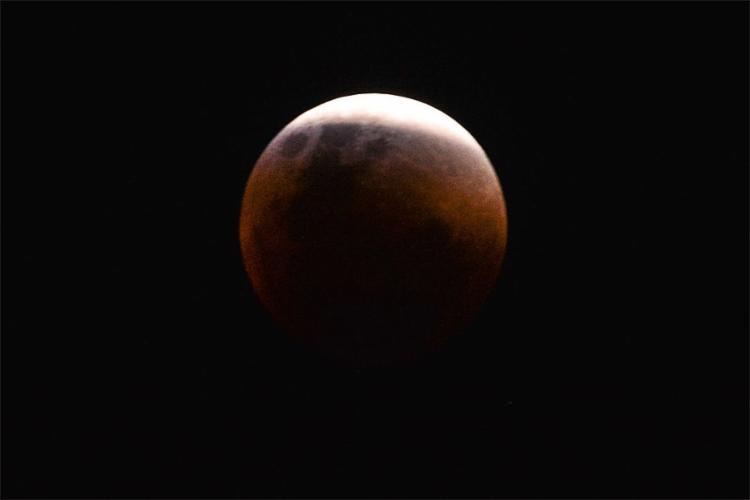 Fenômeno conhecido como 'Lua de Sangue' poderá ser visto no Brasil - Foto: Marcello Casal Jr. l Agência Brasil