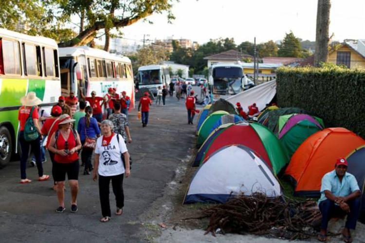 Número de manifestantes passou de quase 2 mil por dia para 200 pessoas por semana - Foto: Rodolfo Buhrer | Reuters