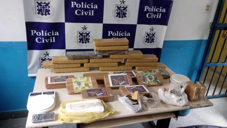 Vinte e seis tabletes de entorpecentes foram flagrados com a mulher - Foto: Divulgação | SSP