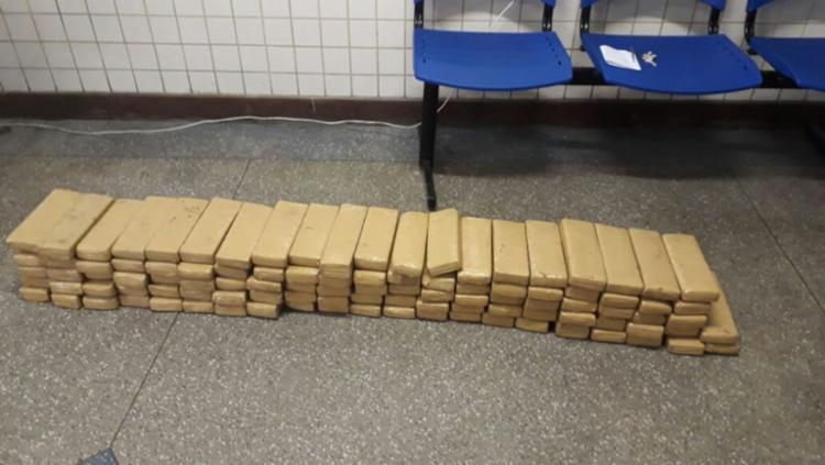 Foram apreendidos 52 blocos de maconha prensada, pesando 58 quilos - Foto: SSP | Divulgação