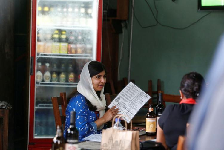 Malala foi a um restaurante no Pelourinho para almoçar