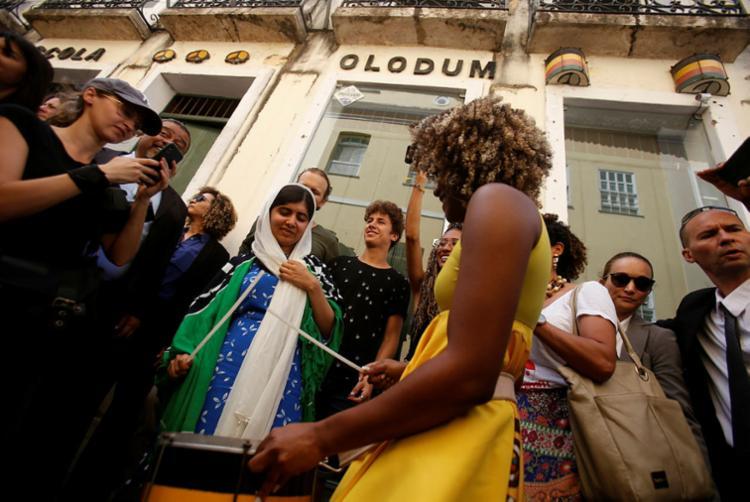 Ativista circulou pelo largo do Pelourinho e visitou a sede do Olodum - Foto: Raul Spinassé | Ag. A TARDE