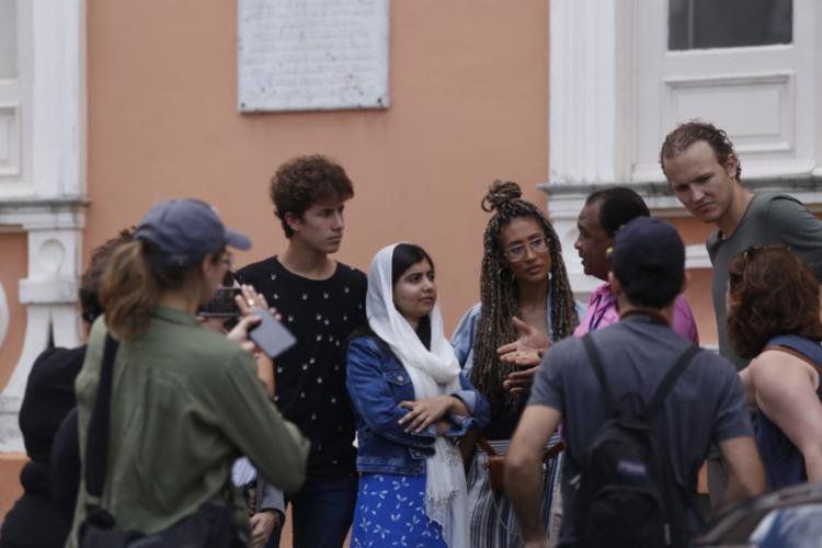 Malala passeia pelo Centro Histórico de Salvador na manhã desta terça - Foto: Raul Spinassé | Ag. A TARDE