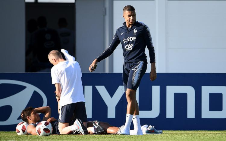Mbappé foi liberado da atividade em campo - Foto: Franck Fife l AFP