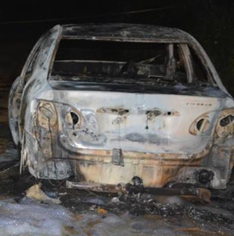 Apenas uma das vítimas foi identificada em carro carbonizado - Foto: Reprodução | Blog Verdinho Itabuna 2