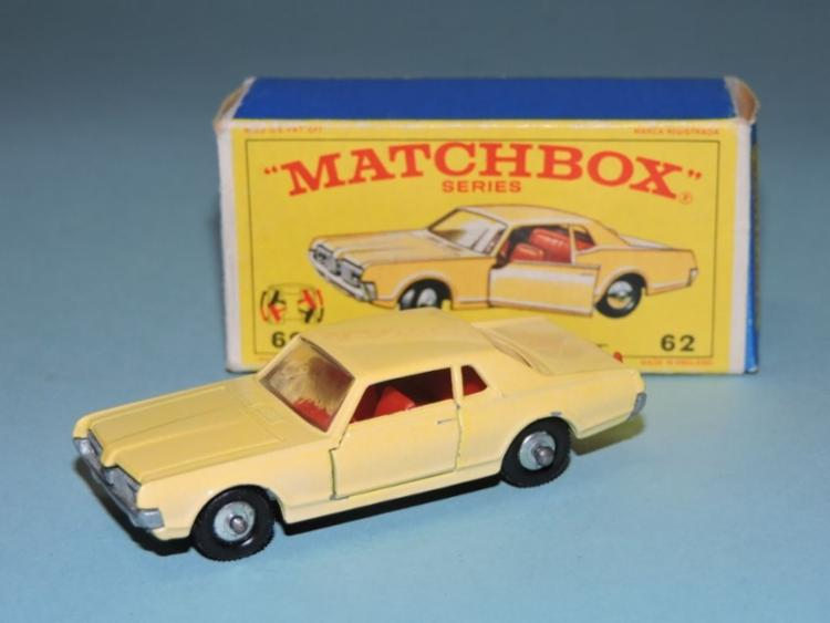 Há ainda os Matchbox (ou caixa de fósforo em inglês) com carros ainda menores, na escala 1:64