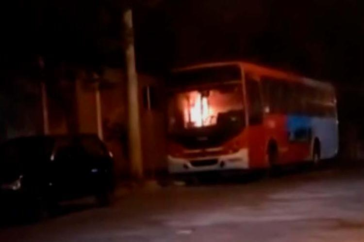 O coletivo fazia a linha que liga o bairro Novo Riacho, em Contagem, a Belo Horizonte - Foto: Reprodução | TV Globo