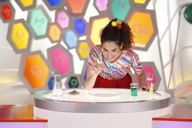 A youtuber Paula Stephânia lidera a apresentação com o desafio de ensinar as crianças e unir a família nas brincadeiras - Foto: Divulgação
