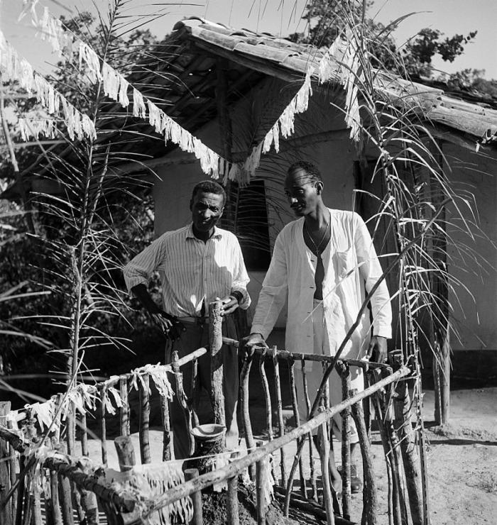 Foto nunca publicada de mestre Didi feita por Pierre Verger em Itaparica, entre os anos de 1946-1950