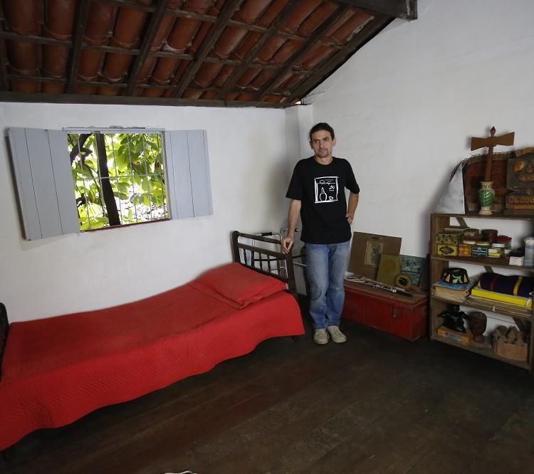 Quarto de Verger na casa da Vila América, onde viveu, permanece como ele a deixou