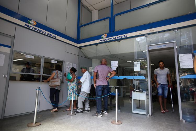 A parcela será paga em agosto junto com o benefício do mês - Foto: Raul Spinassé l Ag. A TARDE