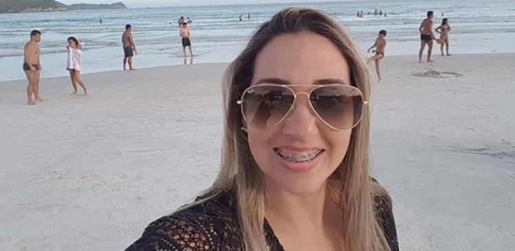 Marido de Adriana depôs à polícia e informou que ela se sentiu mal após retornar para casa após passar pelo procedimento - Foto: Reprodução | Facebook