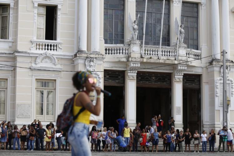 Após assembleia, educadores iniciaram caminhada com destino à Praça Municipal