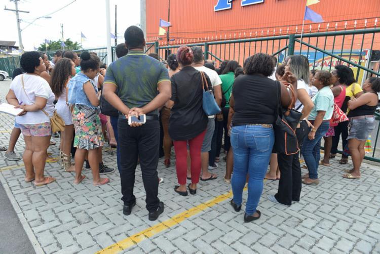 Protesto reuniu cerca de 50 pais | Foto: Shirley Stolze | Ag. A TARDE