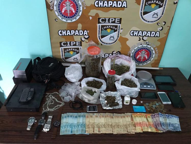 Meio quilo de maconha foi encontrado com os traficantes