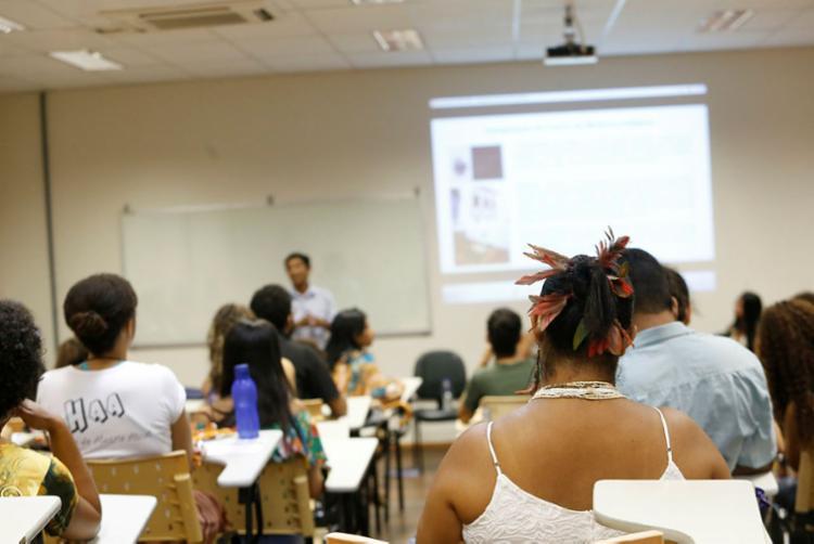 Para o MEC a redução do orçamento das universidades foi motivada por uma mudança de metodologia - Foto: Alessandra Lori | Ag. A TARDE
