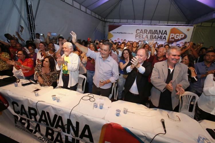 Cercado de correligionários, Rui arregimentou propostas para plano de governo - Foto: Luciano Carcará l Ag. A TARDE