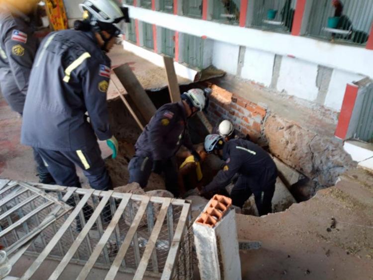 Vítima foi resgatada pelos bombeiros na manhã desta segunda - Foto: Divulgação | Corpo de Bombeiros
