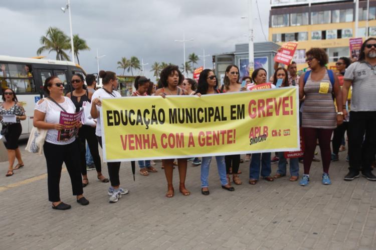 Grupo deverá sair em caminhada pela avenida Dorival Caymmi