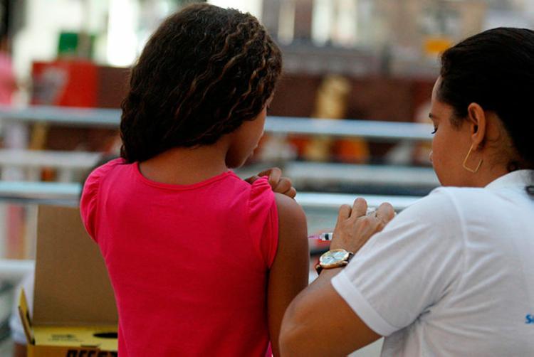 Esquema da primeira imunização exige um intervalo de 30 dias entre as doses. - Foto: Luciano Carcará | Ag. A TARDE