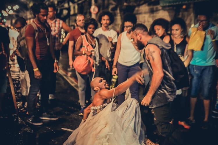 Espetáculo mistura intervenção urbana, performance e teatro de rua - Foto: Divulgação