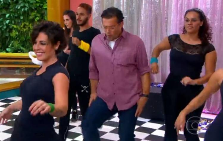 O apresentador durante coreografia no programa - Foto: Reprodução   TV Globo