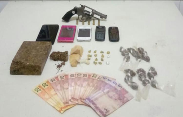 O trio de suspeitos e os materiais apreendidos foram encaminhados á Delegacia Territorial de Itaberaba - Foto: Divulgação | SSP-BA