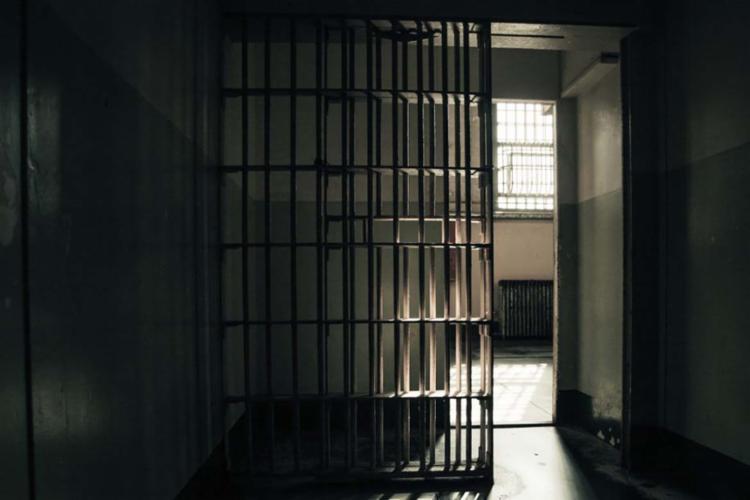 Segundo a ação, travestis e transexuais sofrem influências psicológicas e físicas em prisões masculinas - Foto: Flickr