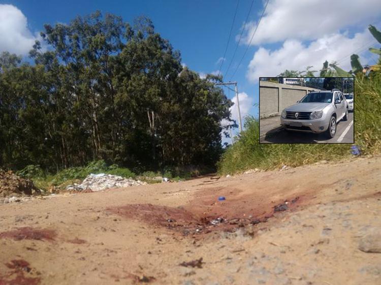 O corpo de Alexsandro foi encontrado ao lado do carro Renault Duster (no detalhe), na Via Bronze - Foto: Euzeni Daltro l Ag. A TAERDE