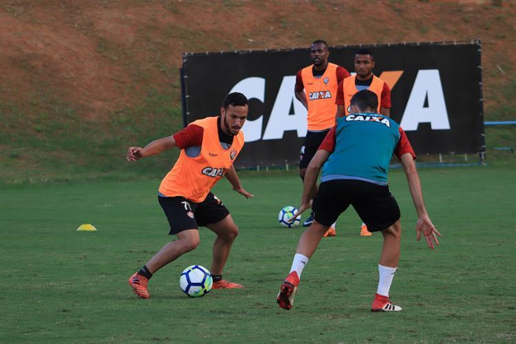Jogadores do Rubro-Negro durante treinamento com bola - Foto: Maurícia da Matta l EC Vitória