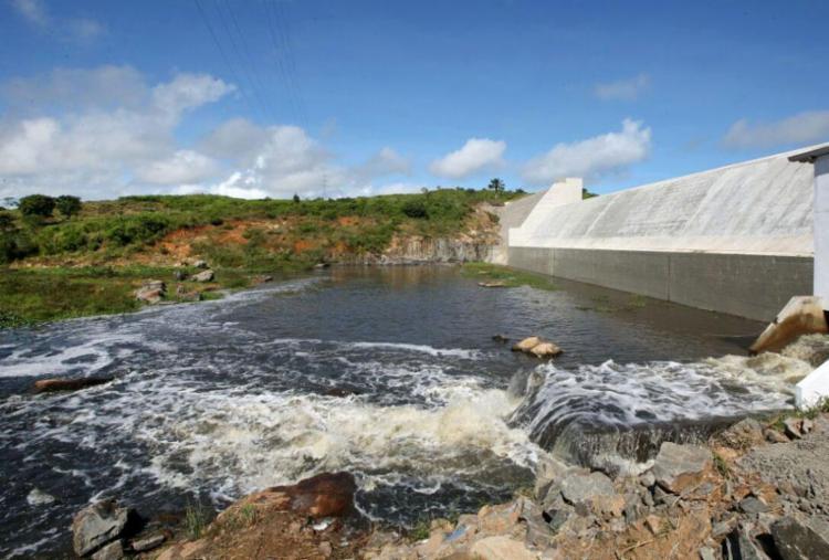 Barragem do Rio Colônia é inaugurada