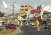 Carro derruba poste na saída da Estação Pirajá e causa lentidão na região | Foto: Cidadão Repórter | Via WhatsApp