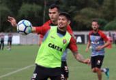 Carpegiani observa treino entre reservas e sub-23 no Vitória | Foto: Maurícia da Matta l EC Vitória