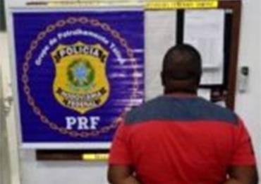 O suspeito foi preso durante operação da PRF na BR-407 - Foto: Reprodução l Bonfim Notícias