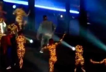 Homem invade palco de show de Beyoncé e Jay-z; veja vídeo | Reprodução