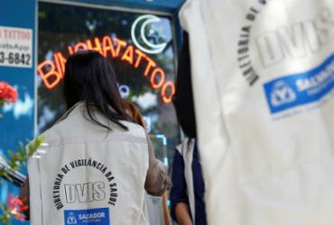 Estúdios de tatuagem de Salvador são alvos de fiscalização da Codecon | Raul Spinassé | Ag. A TARDE