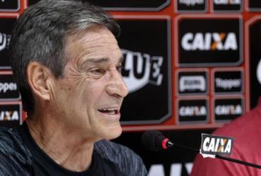 Carpegiani é apresentado e quer recuperação com Vitória competitivo