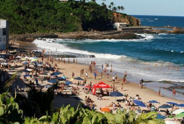 Homem é preso após ser flagrado se masturbando em praia no Rio Vermelho   Luciano da Matta   Ag. A TARDE