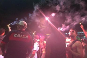 Torcedores do Vitória protestam em frente à casa do presidente do clube | Silvânia Nascimento l Cidadão Repórter l Via Whatsapp