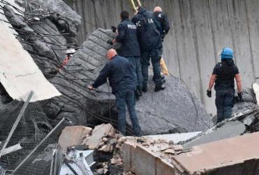 Equipes trabalham para achar sobreviventes do desabamento - Reprodução | Polizia di Stato | Twitter