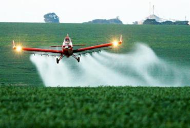 Setor de agronegócio diz que, sem herbicida, não há safra no Brasil   Reprodução   Cenipa