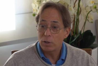 'Não há modo de ficar milionário que não seja roubando', diz Pedro Cardoso | Reprodução l YouTube l @Leda Nagle