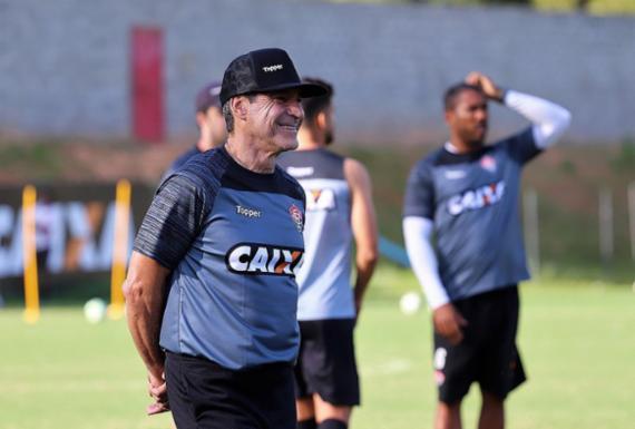 Carpegiani faz mudanças para fixar o Vitória em novo esquema tático | Maurícia da Matta | EC Vitória