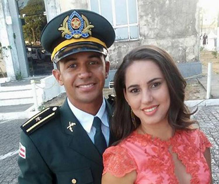 PM Fábio e Ana Carla foram abordados perto de shopping. Ele foi ferido e ela morreu (Foto: Reprodução)