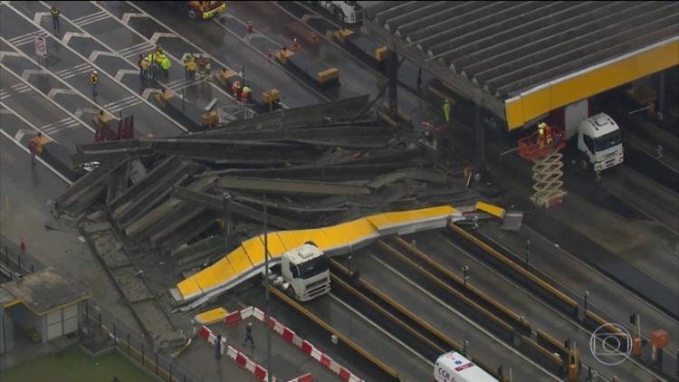 Devido ao impacto, parte das estruturas desabaram; ningém ficou ferido - Foto: Reprodução | TV Globo