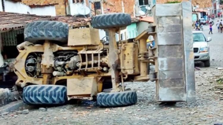 Veículo teria perdido os freios ao descer uma ladeira - Foto: Fábio Santos | Voz da Bahia